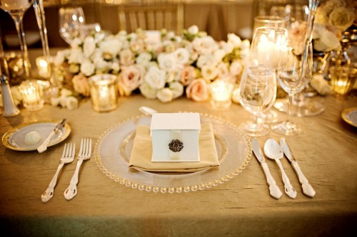Gold wedding ideas for Wedding table setting